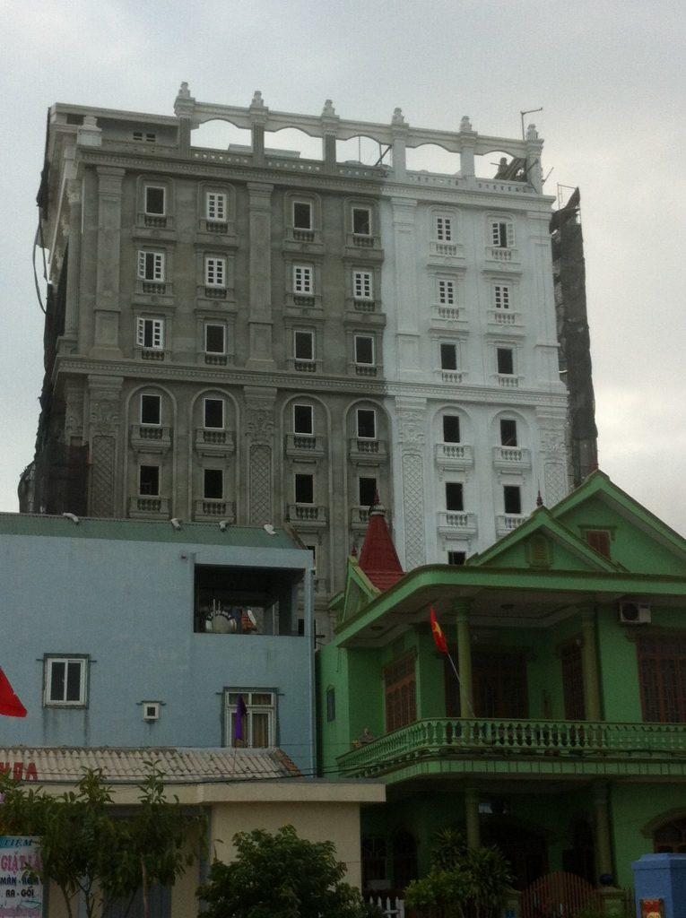 Thi Công Sơn Đá Hòa Bình Khách Sạn River Side Hotel